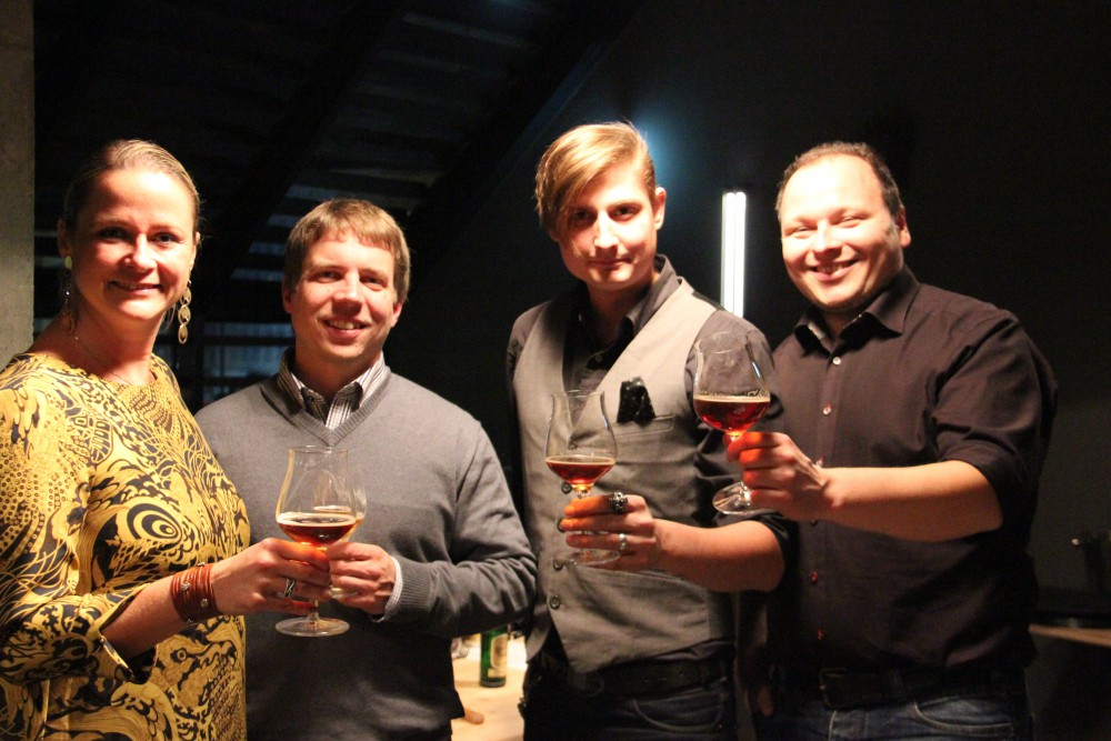 vlnr Alexandra (Bierg'schichtln), Gerald (Schwarzbräu), Alex (Bierg'schichtln) und Mike (Brauwerk)